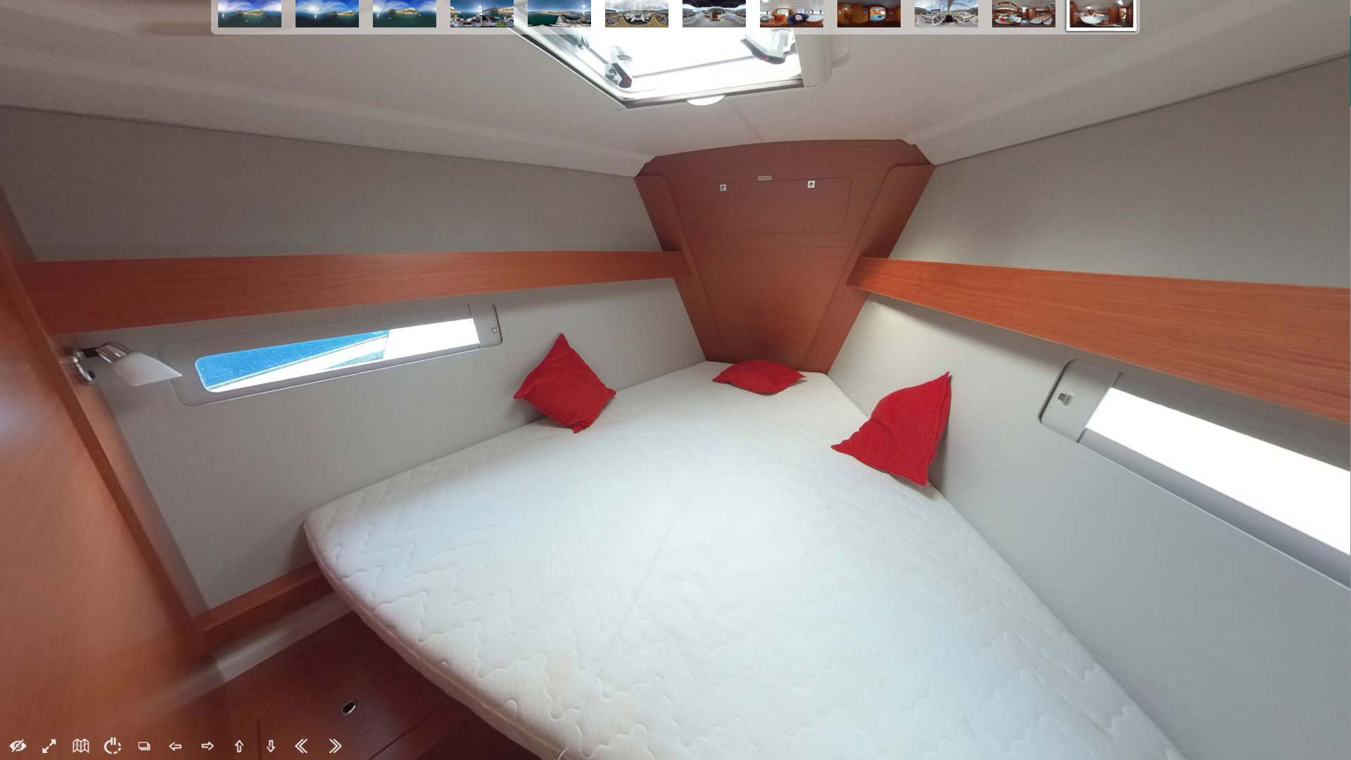 Virtual photo tour on board the boat made with 8K spherical camera